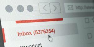 Kelebihan dan Kekurangan Email Basis Web